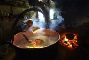 Swiss Cheese Making (22 photos) 11