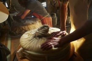 Swiss Cheese Making (22 photos) 15