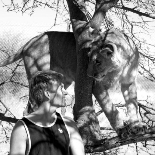 the_man_who_lived_with_lions_in_africa_01_1