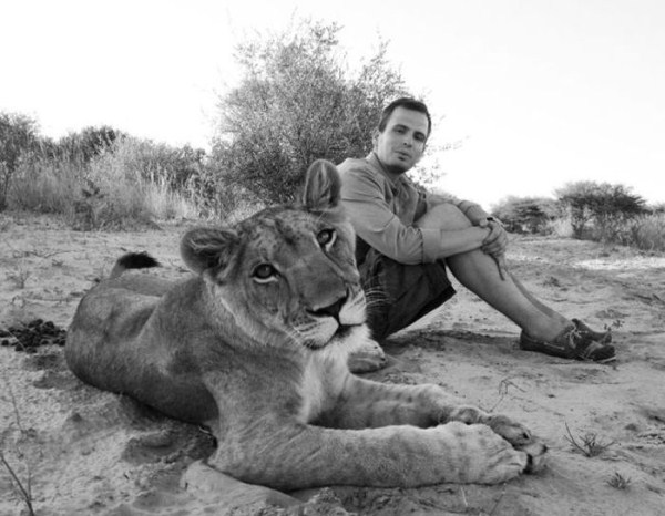 the_man_who_lived_with_lions_in_africa_20_1