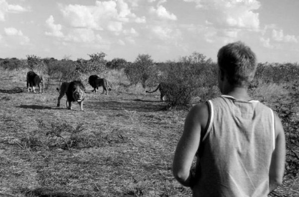 the_man_who_lived_with_lions_in_africa_21_1