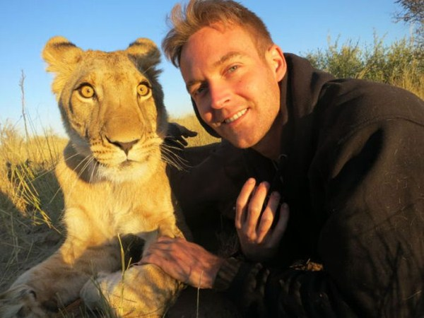 the_man_who_lived_with_lions_in_africa_32_1