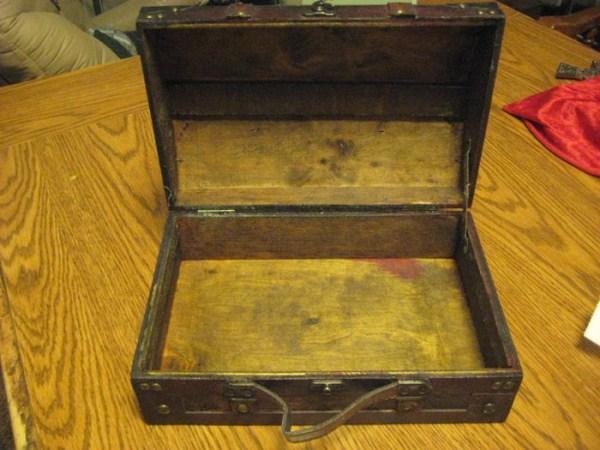 vampire-hunting-kit-2