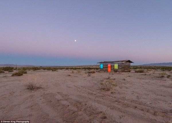 110 Transparent Cabin in the Desert (17 photos)