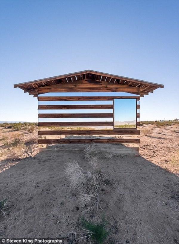 112 Transparent Cabin in the Desert (17 photos)