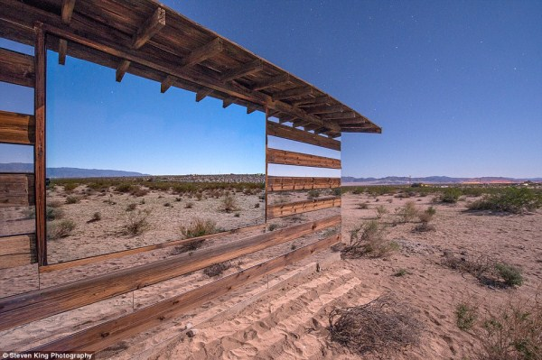 122 Transparent Cabin in the Desert (17 photos)