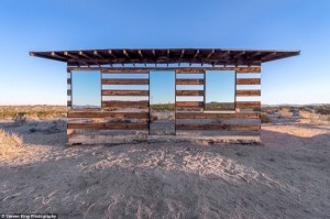 Transparent Cabin in the Desert (17 photos) 13