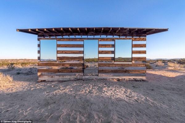 131 Transparent Cabin in the Desert (17 photos)