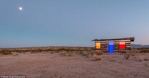 Transparent Cabin in the Desert (17 photos) 14