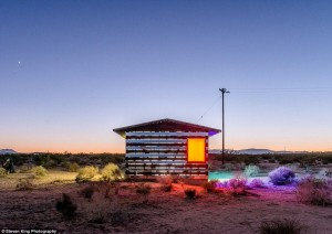 Transparent Cabin in the Desert (17 photos) 17
