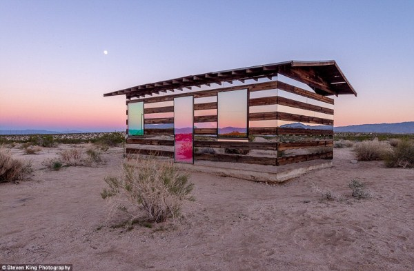 32 Transparent Cabin in the Desert (17 photos)
