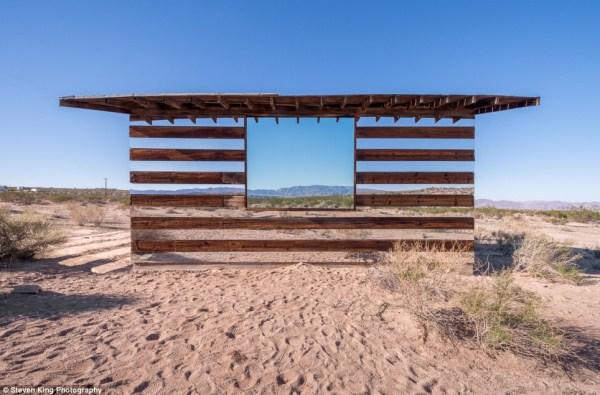 42 Transparent Cabin in the Desert (17 photos)