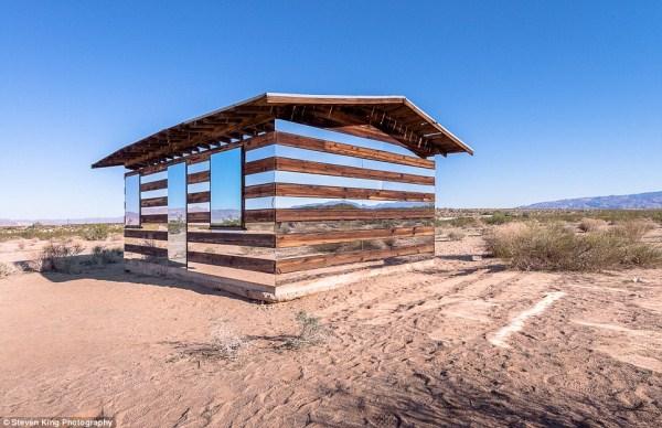 52 Transparent Cabin in the Desert (17 photos)