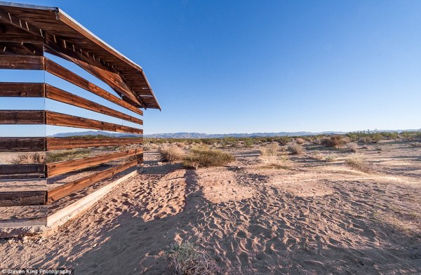 62 Transparent Cabin in the Desert (17 photos)