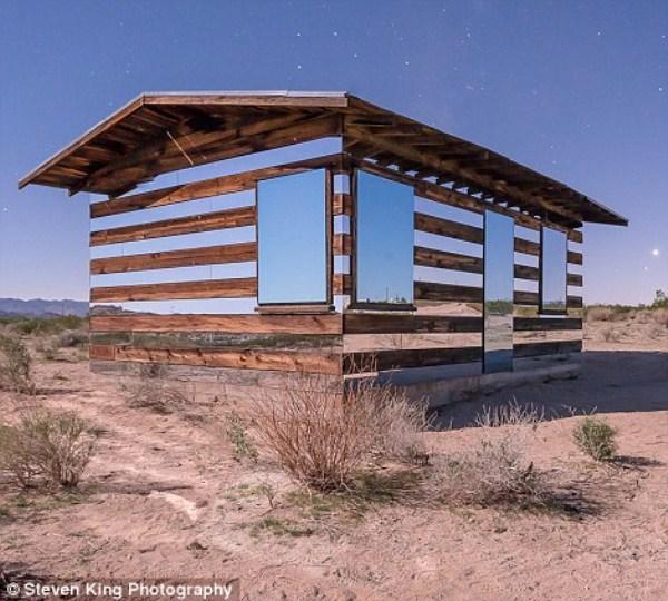 72 Transparent Cabin in the Desert (17 photos)