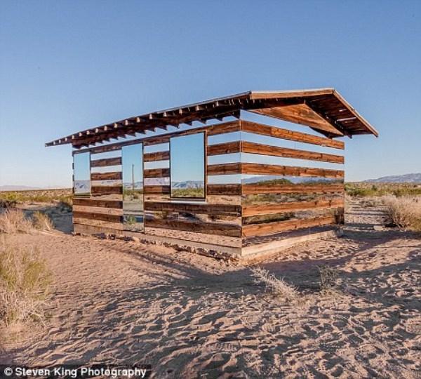 82 Transparent Cabin in the Desert (17 photos)