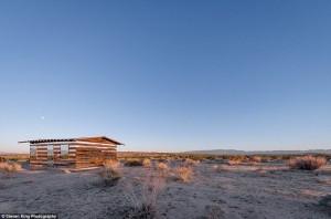 Transparent Cabin in the Desert (17 photos) 9