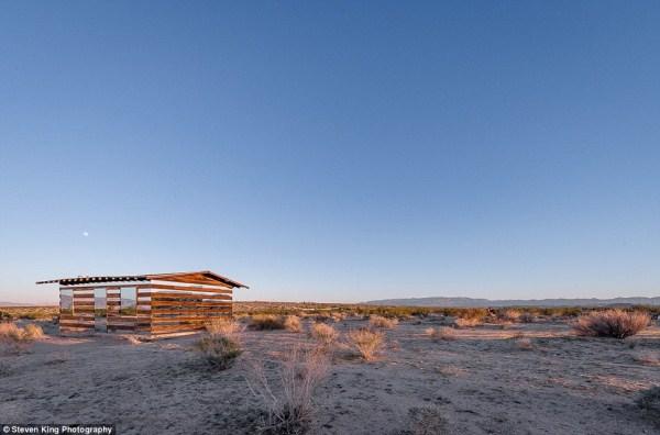 92 Transparent Cabin in the Desert (17 photos)
