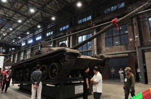 Life-size Tank Completely Made out of Empty Shells (13 photos) 4