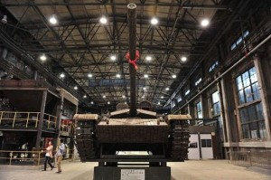 Life-size Tank Completely Made out of Empty Shells (13 photos) 5