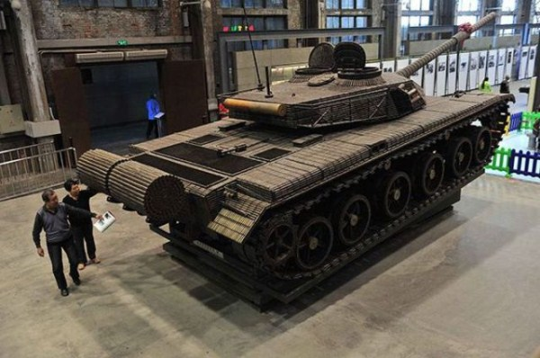 a_tank_built_entirely_from_empty_ammo_shells_640_09