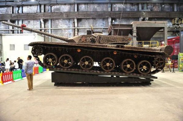 a_tank_built_entirely_from_empty_ammo_shells_640_13