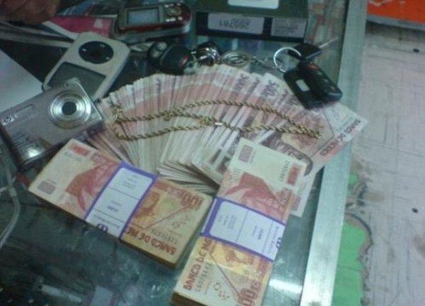 mexican drug cartels now use facebook for publicity 640 01 Mexican Drug Cartel Members on Facebook (17 photos)