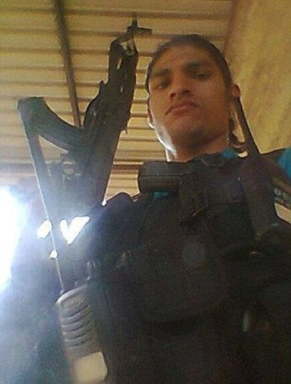 mexican drug cartels now use facebook for publicity 640 03 Mexican Drug Cartel Members on Facebook (17 photos)
