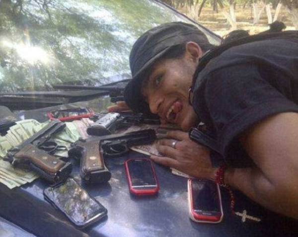 mexican drug cartels now use facebook for publicity 640 07 pictures