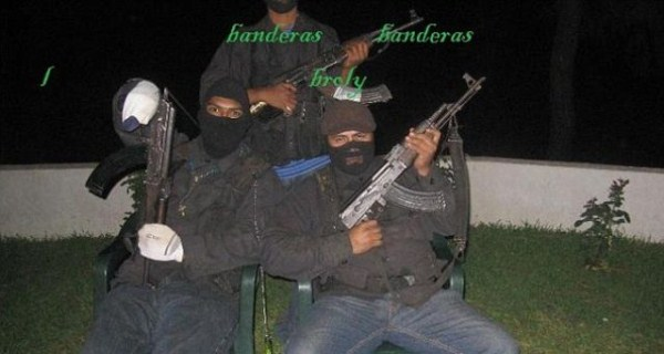 mexican drug cartels now use facebook for publicity 640 08 Mexican Drug Cartel Members on Facebook (17 photos)