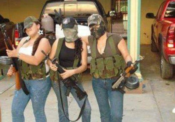 mexican drug cartels now use facebook for publicity 640 11 Mexican Drug Cartel Members on Facebook (17 photos)