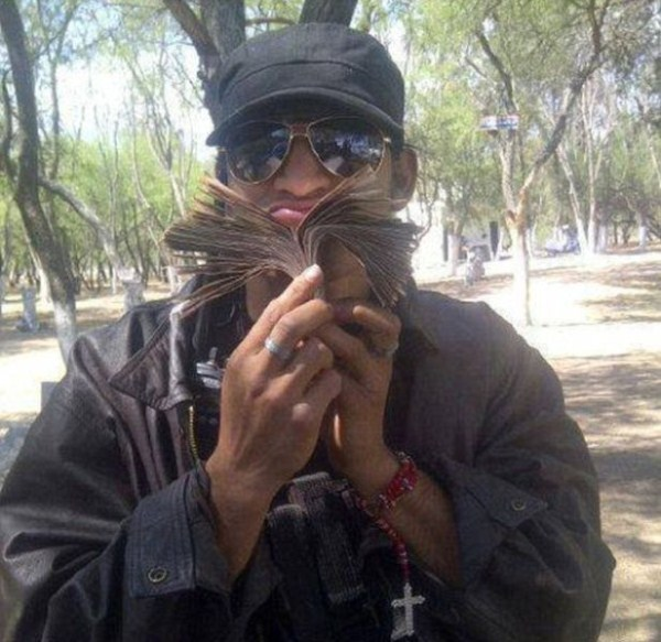 mexican drug cartels now use facebook for publicity 640 12 pictures