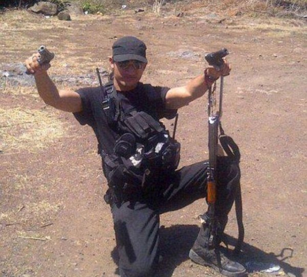 mexican drug cartels now use facebook for publicity 640 14 Mexican Drug Cartel Members on Facebook (17 photos)