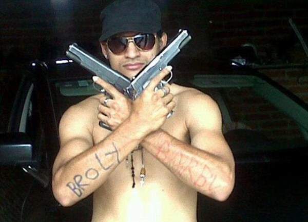 mexican drug cartels now use facebook for publicity 640 15 Mexican Drug Cartel Members on Facebook (17 photos)
