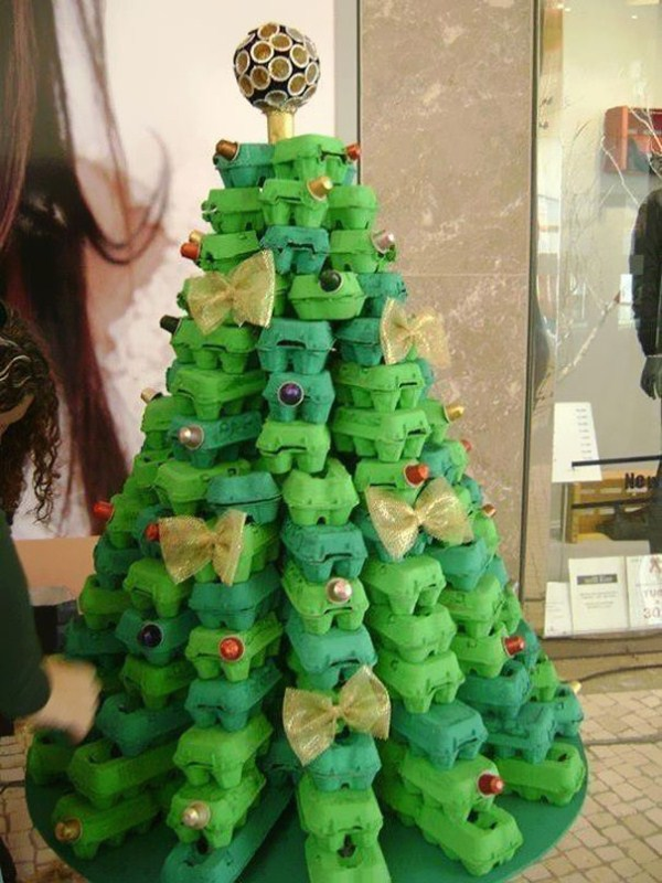 Egg-Cartoon-Christmas-Tree