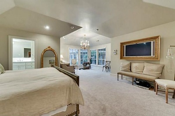 chuck norris is selling his house 9 pictures