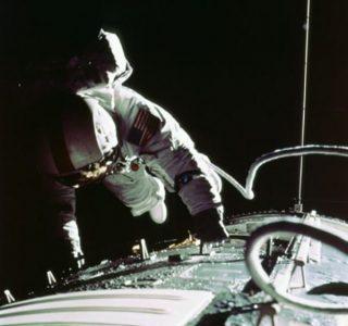 53 Rare Vintage NASA Photos (53 photos)
