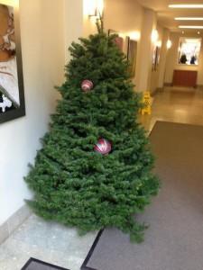Depressing Office Christmas Decorations (17 photos) 1
