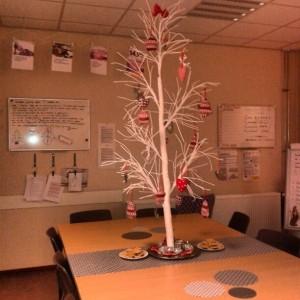 Depressing Office Christmas Decorations (17 photos) 15