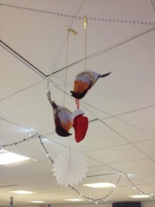 Depressing Office Christmas Decorations (17 photos) 7