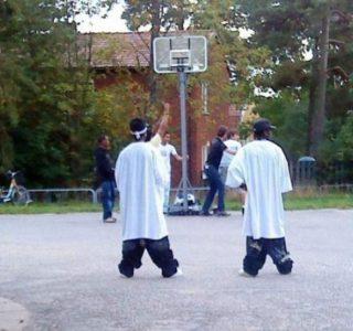 Ridiculously Stupid Saggy Pants Trend (40 photos)