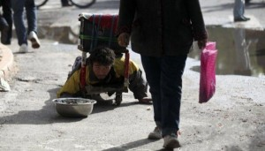 A Fake Handicapped Beggar in China (14 photos) 1