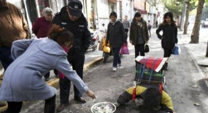 A Fake Handicapped Beggar in China (14 photos) 2