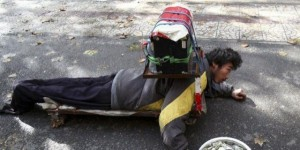 A Fake Handicapped Beggar in China (14 photos) 5