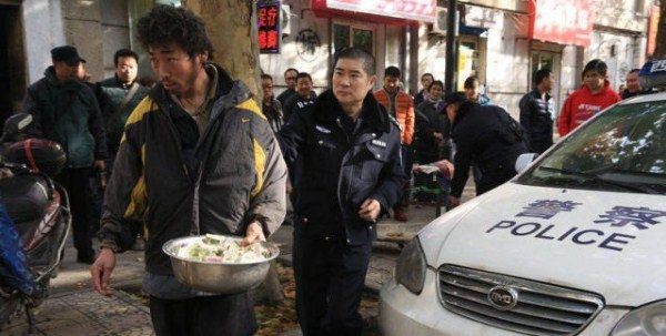 the_fraudulent_crippled_chinese_beggar_640_08
