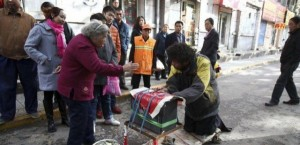 A Fake Handicapped Beggar in China (14 photos) 9