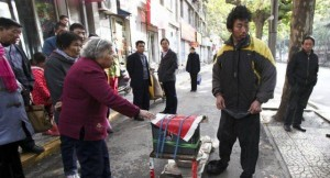 A Fake Handicapped Beggar in China (14 photos) 11