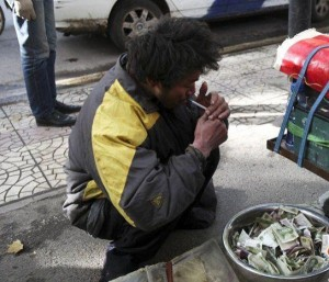 A Fake Handicapped Beggar in China (14 photos) 12