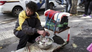 A Fake Handicapped Beggar in China (14 photos) 13