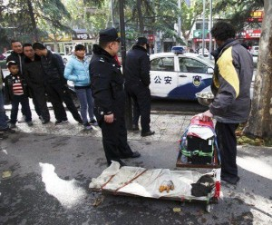 A Fake Handicapped Beggar in China (14 photos) 14